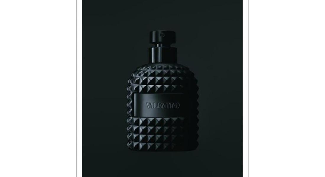 VALENTINO habille son parfum Uomo d'un smoking noir