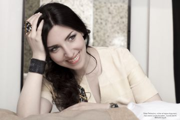AURÉLIA KHAZAN: UNE FEMME ARTISTE LIBRE 1