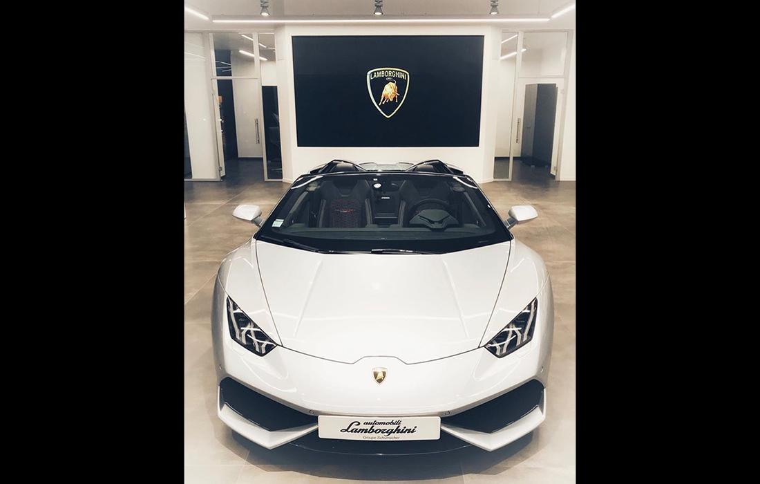 Plus exclusif qu'un cheval cabré, les Lamborghini sont cette espèce rare qu'il n'est pas si commun de croiser, même à Paris.
