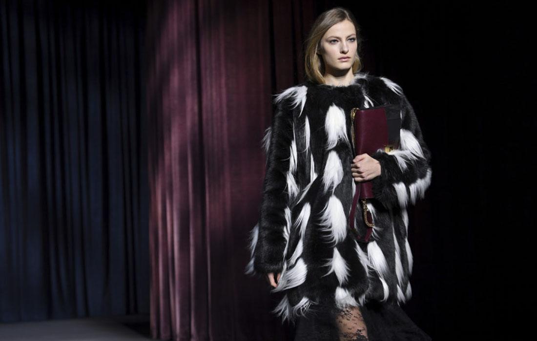 La fausse fourrure à l'honneur chez Givenchy, les proportions exagérées chez Balenciaga durant le défilé de la Fashion Week