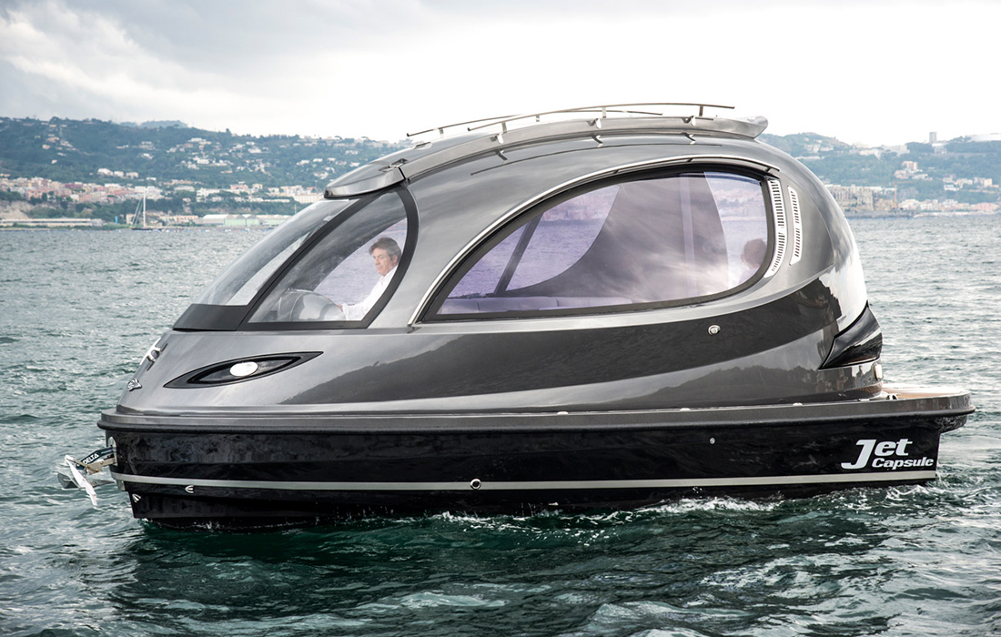 Une navigation sportive avec Jet Capsule, le mini yacht de luxe super puissant