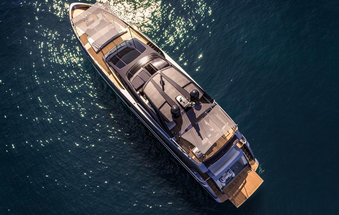 Un yacht moderne au design de luxe de Riva: Riva 100 Corsaro