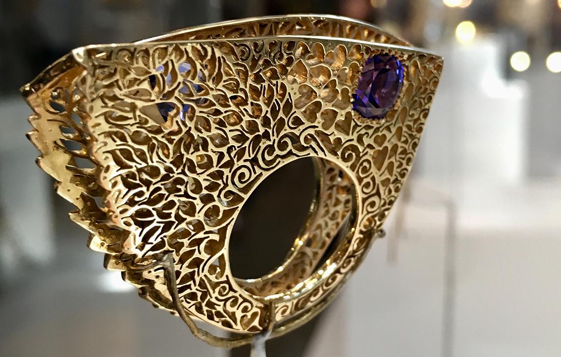 L'or des secrets, ou les créations de Sara Bran, dentelière sur or