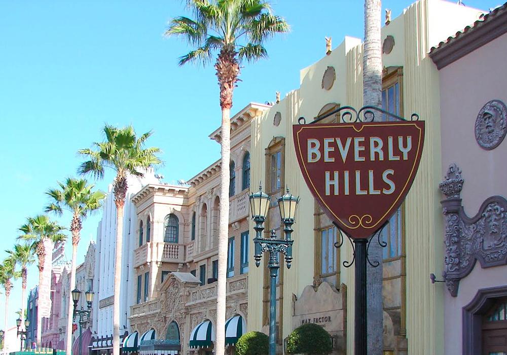 Une ambiance du Beverly Hills Hotel au cœur de l'avenue Montaigne à Paris