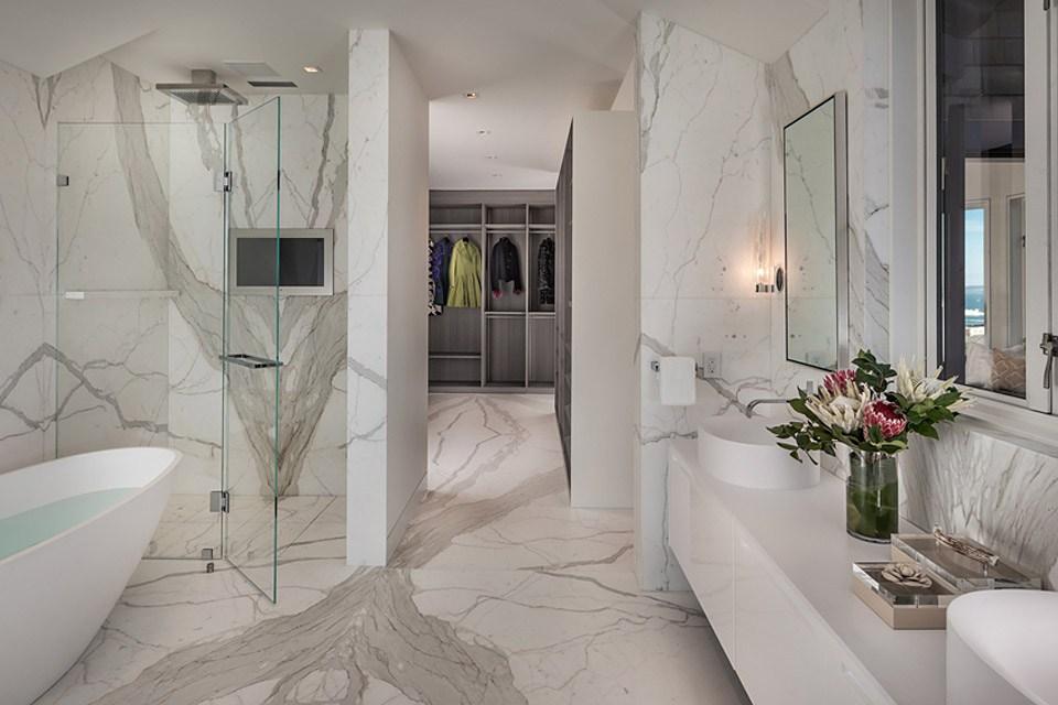 La-Residence-950-un-endroit-extraordinaire-avec-une-vue-sur-San-Francisco-luxe-infinity-salle-de-bain