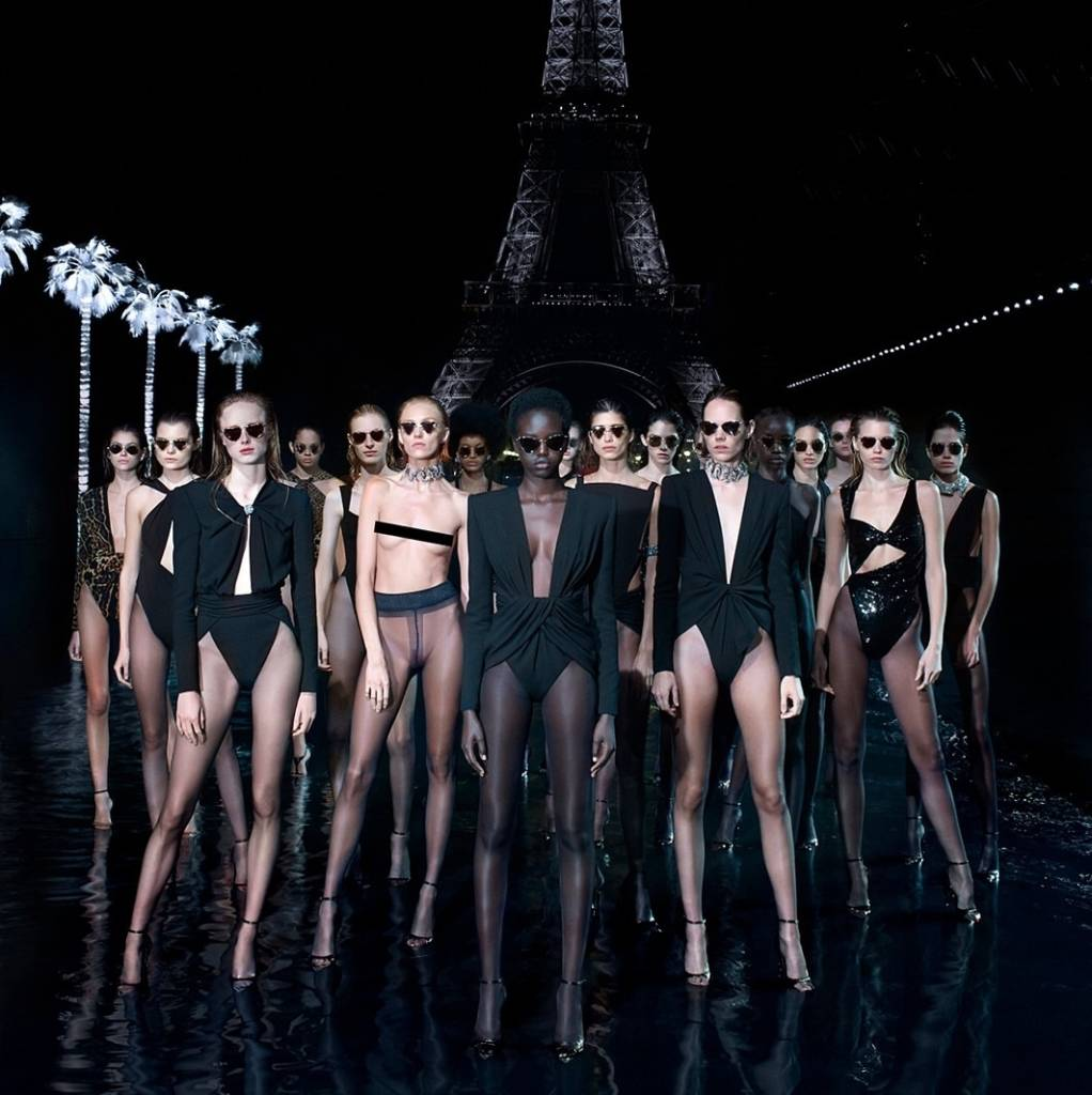 Le défilé spectaculaire pour présenter cette nouvelle collection Saint Laurent