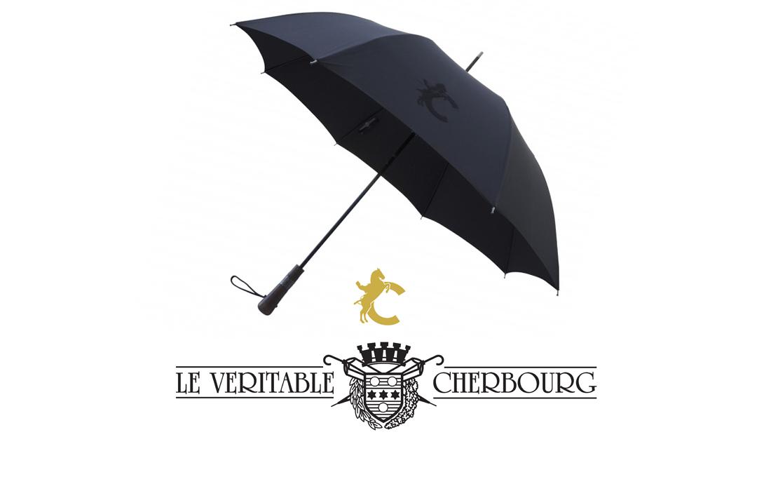 Le Véritable Cherbourg met en relief l'emblème des chevaux du Cadre Noir