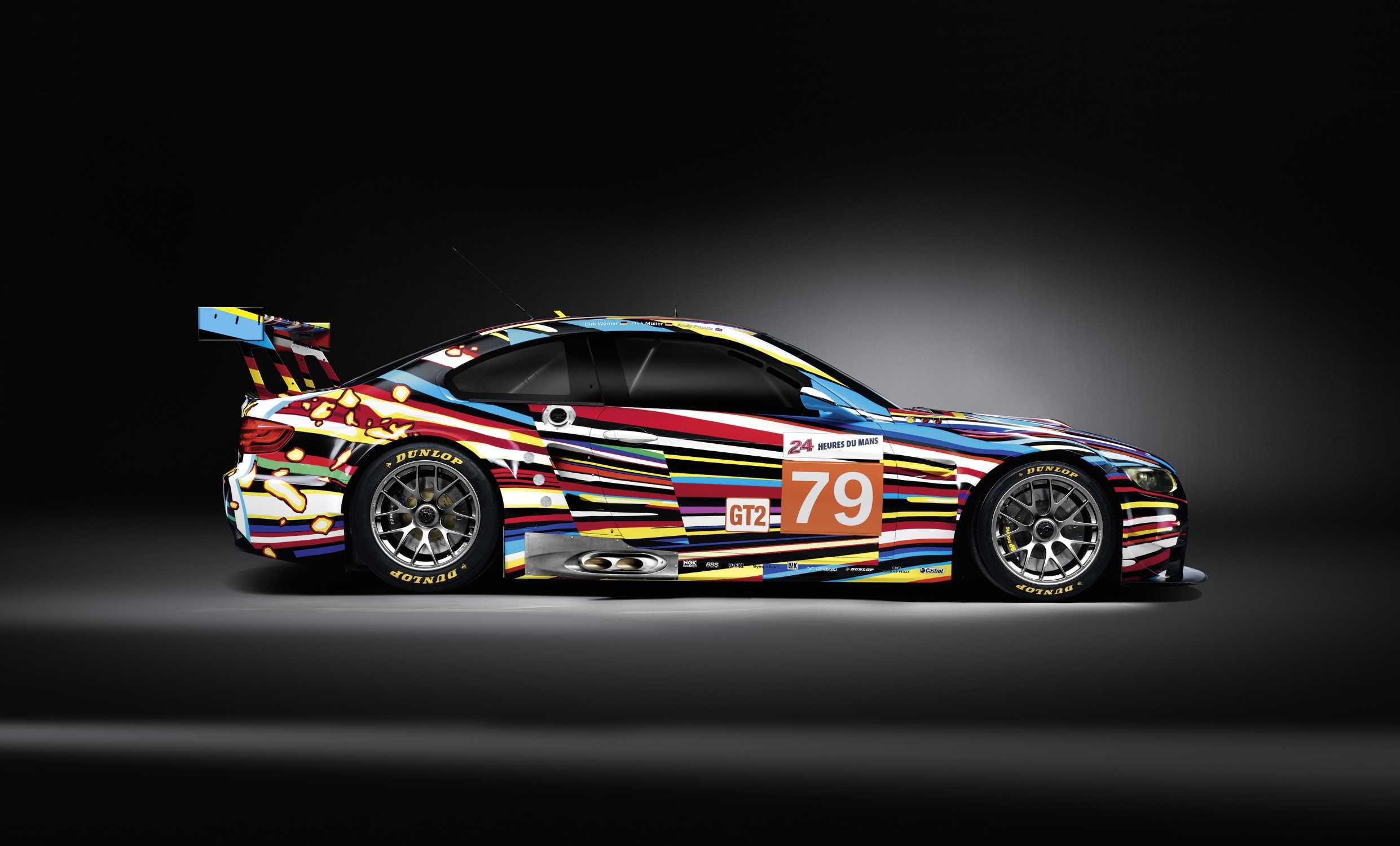Jeff Koons : BMW M3 GT2 2010 (19e aux 24h du Mans) Moteur 8 cylindres en V, vitesse maximale de 300 km/h _ © copyright fournies par BMW et Artcurial Motorcars.
