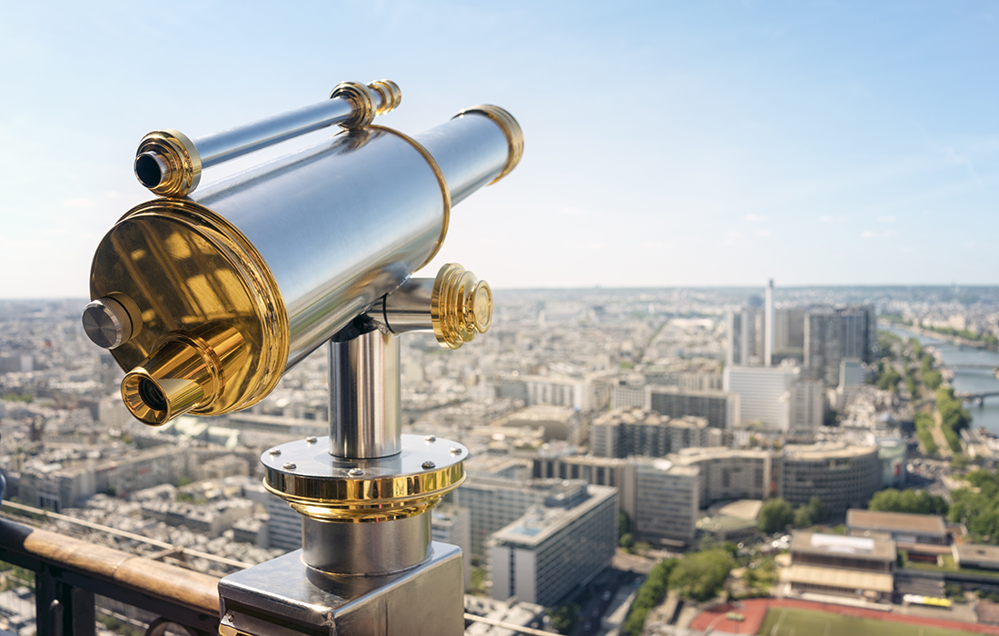 La Tour Eiffel est un des endroits incontournables à visiter pour les touristes de passage à Paris.