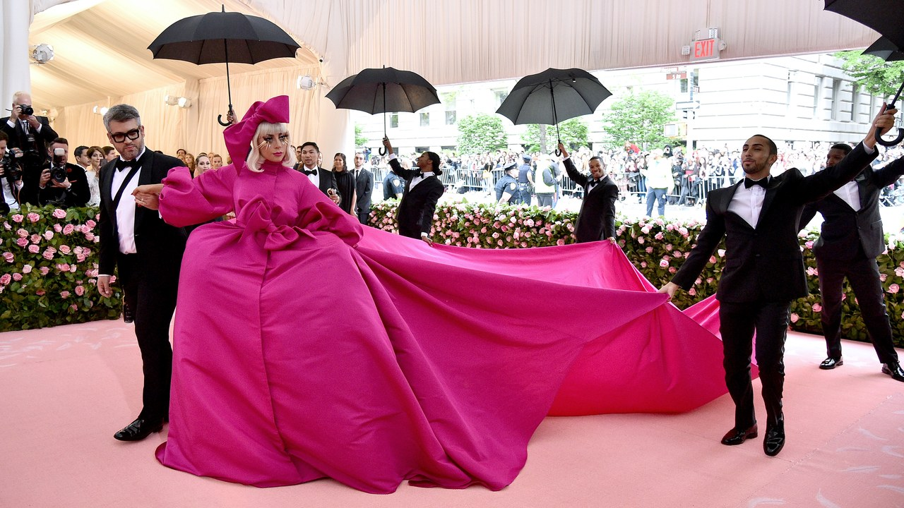 lady gaga robe met gala