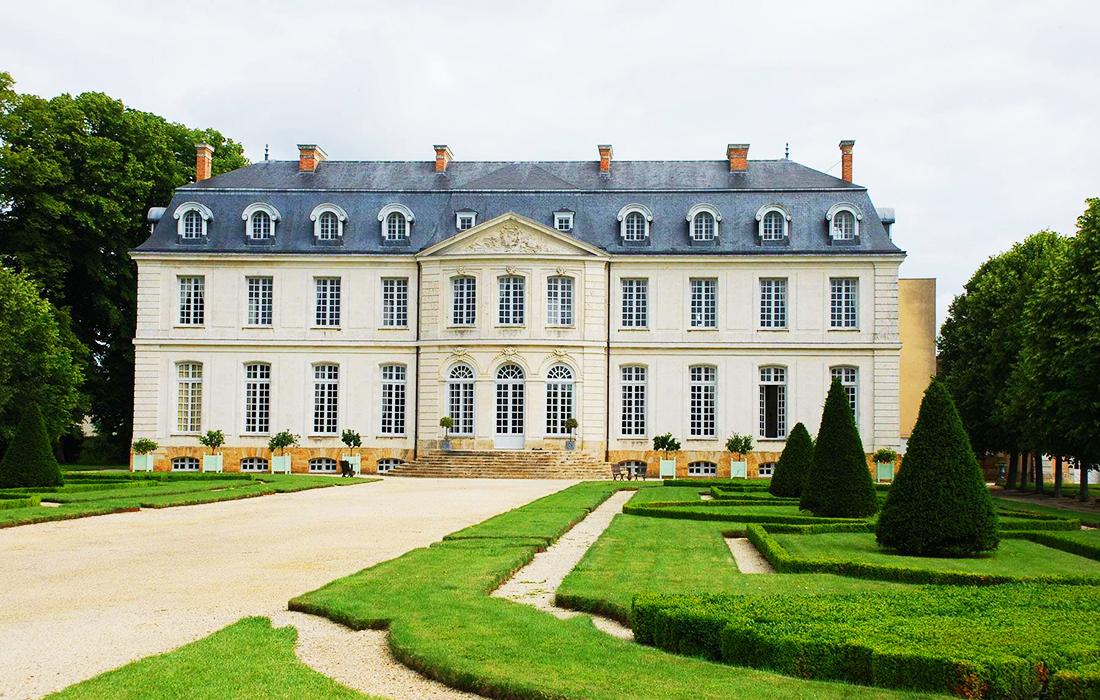 Le Château du Grand-Lucé, métamorphosé en hôtel de luxe a ouvert ses portes le 1er juin