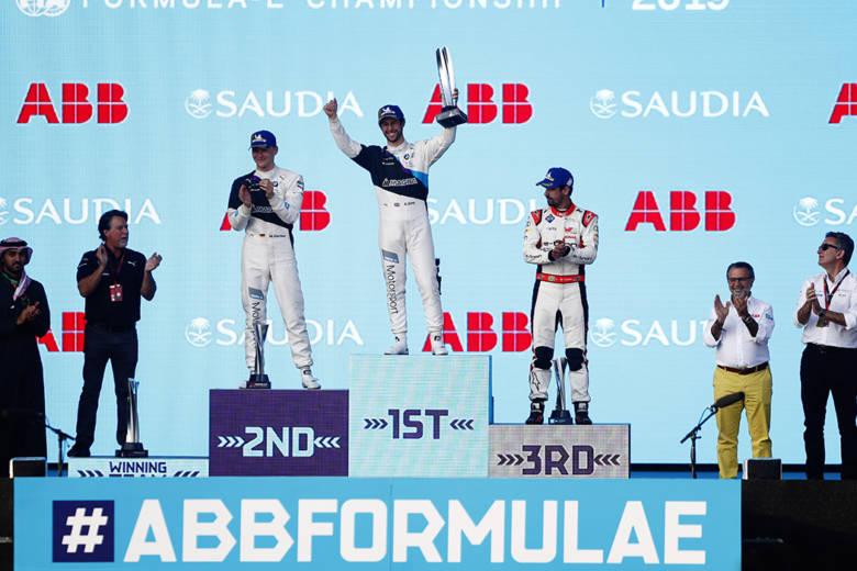 Alexander Sims remporte la course 2 du Saudia E-Prix de Darya